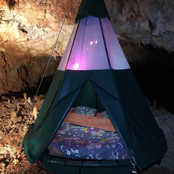 Aven grotte forestière. spélé'hotel matelasjpg